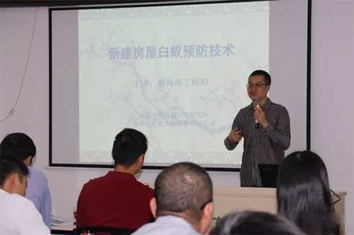 黄海涛老师正在上课