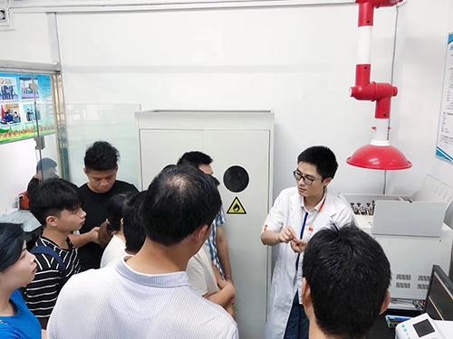 甲醛检测中心实验室开放日活动现场图1
