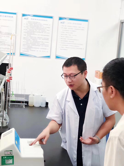 甲醛检测中心实验室开放日活动现场图4